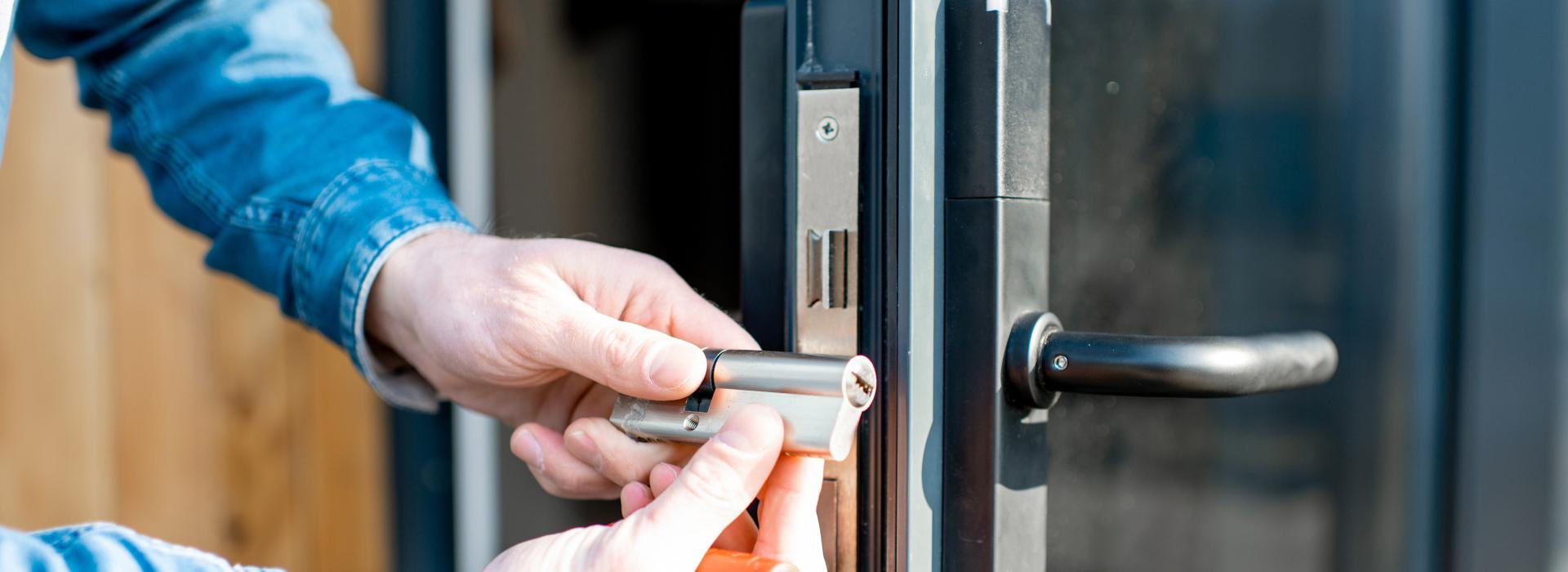 κλειδαράς για ανοίγματα πορτών
